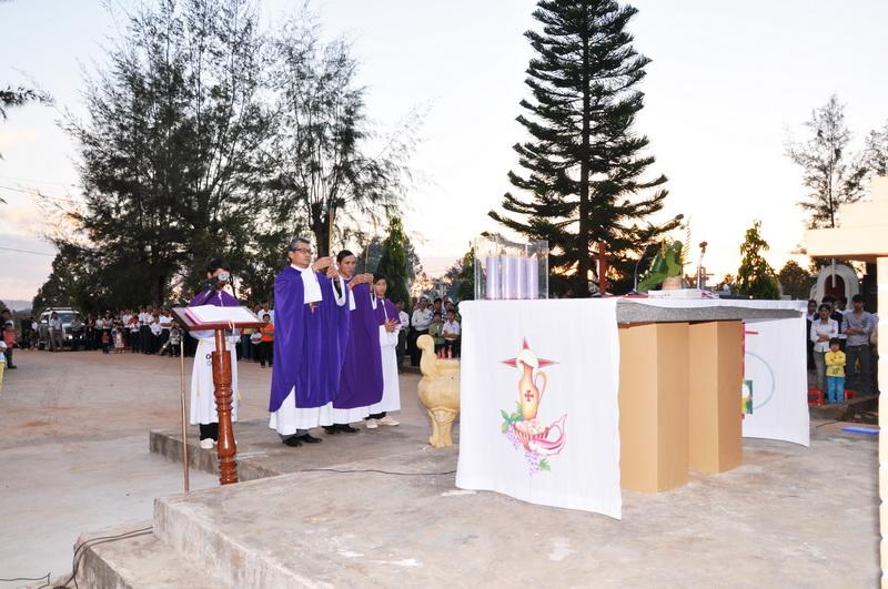 Niệm hương đầu lễ