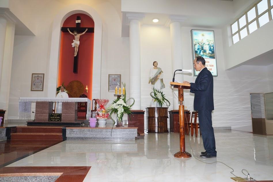 Tâm tình với Cha quản xứ Phaolô trong thánh lễ tạ ơn và chia tay