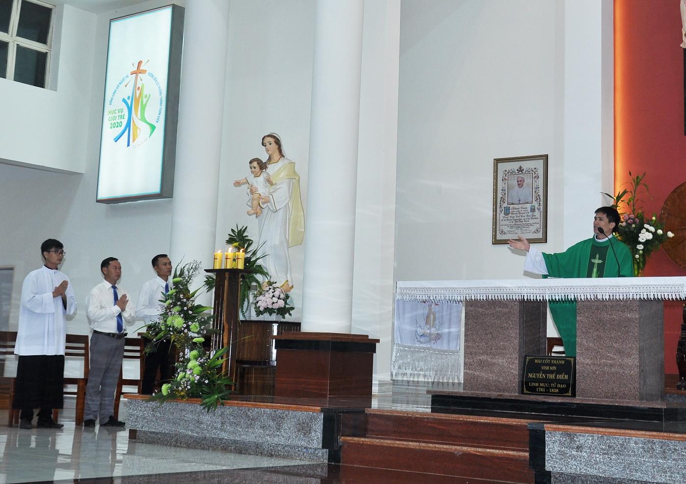 Thầy Gioan Nguyễn Văn Thắng đến thực tập mục vụ tại Vinh Hương