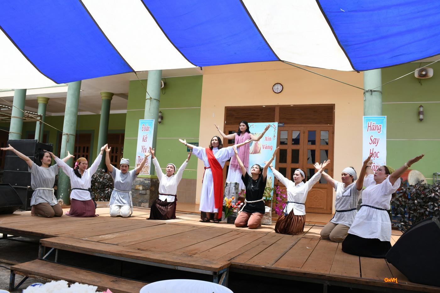 Những vũ khúc hay trong ngày sinh hoạt của Hội hiền mẫu Vinh Hương